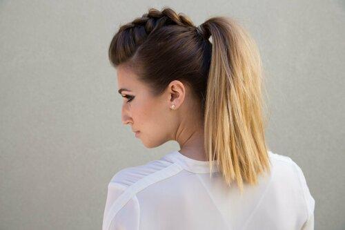 Эффектная коса в хвосте — идеи для удобной прически