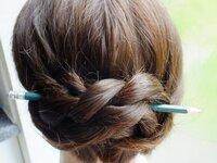 Коса на карандаше — простая техника плетения