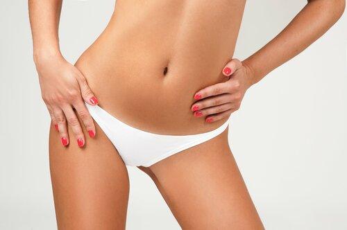 Шугаринг или восковая депиляция для зоны бикини — что лучше?