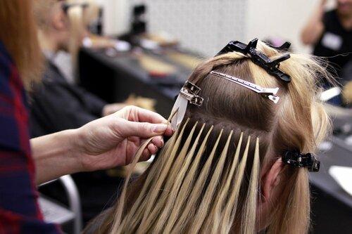 Как наращивают волосы на капсулах