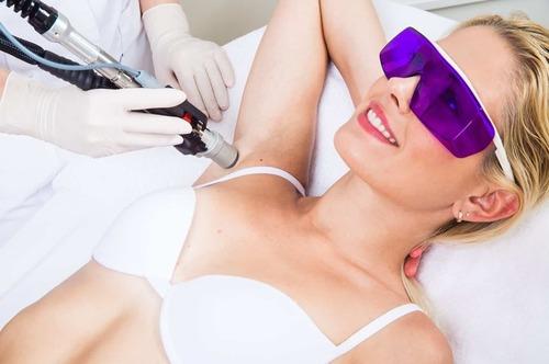Диодная лазерная эпиляция – что это за процедура, и в чем ее особенность?
