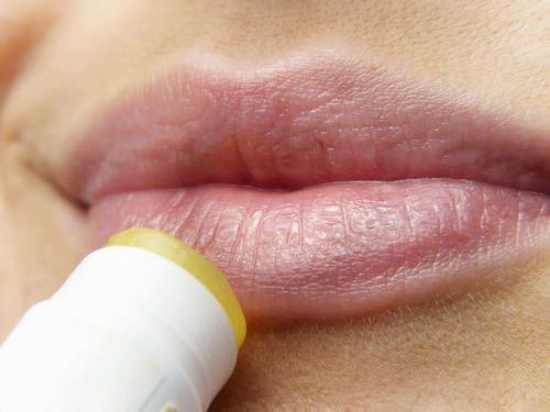 Что делать при высыпаниях герпеса после увеличения губ