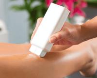 Как легко и безболезненно убрать воск с кожи после депиляции?