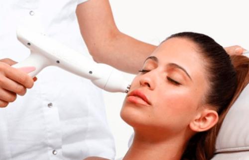 Лазерная мезотерапия: показания, противопоказания, плюсы и минусы