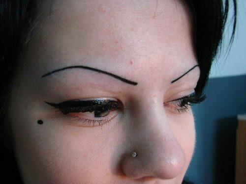 Что делать, если сделали неудачный татуаж бровей?