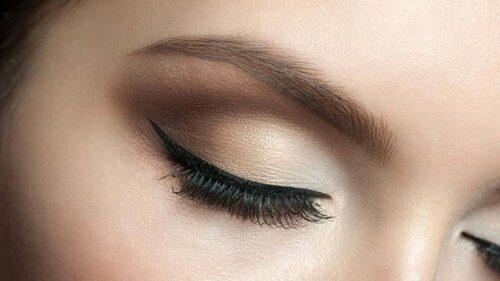 Перманентный макияж стрелок — основные нюансы процедуры
