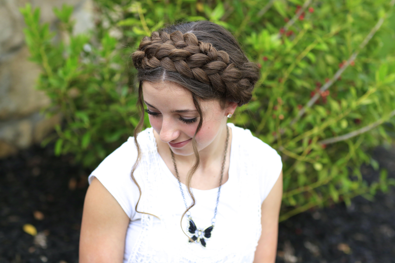 Косы вокруг головы с распущенными волосами