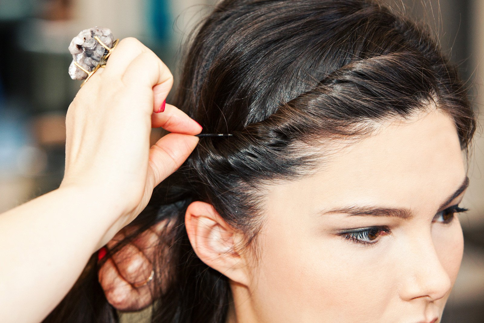 как закрутить волосы в жгут