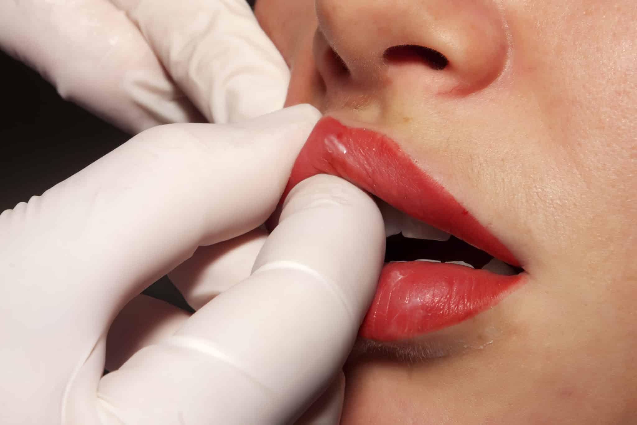 Самостоятельно увеличить губы дома